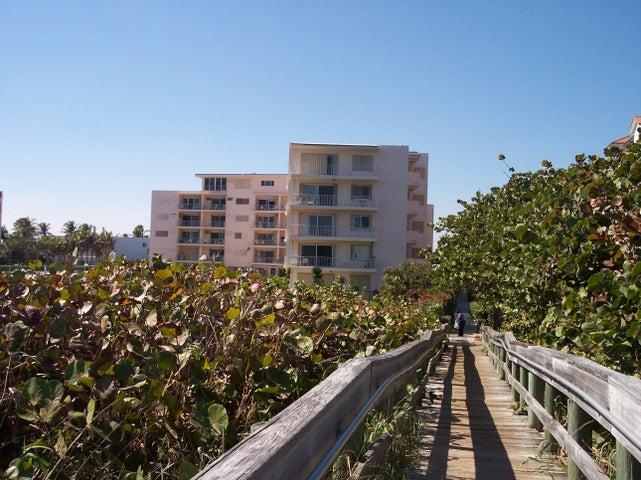 33 S Ocean Avenue, 102, Palm Beach Shores, FL 33404