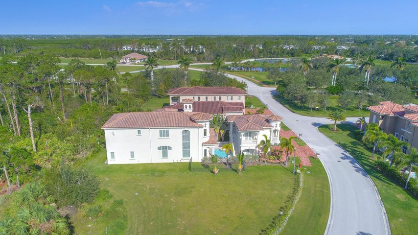 121 SE Via Sangro, Port Saint Lucie, FL 34952