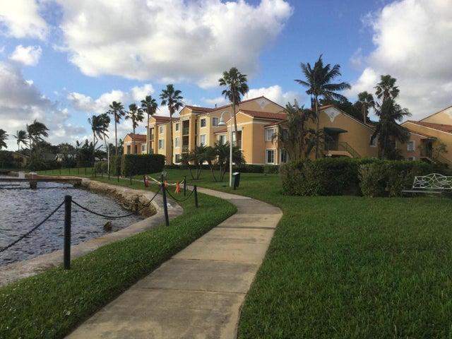 167 Yacht Club Way, 207, Hypoluxo, FL 33462
