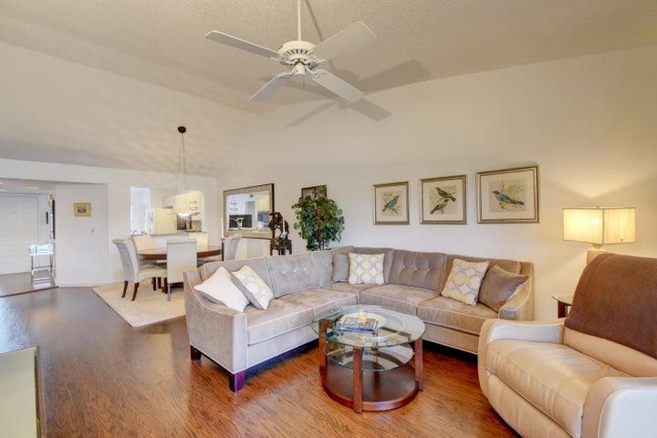 7455 Glendevon Lane 207, Delray Beach, FL 33446