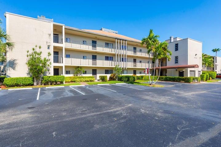 7920 NW 50th Street, 106, Lauderhill, FL 33351