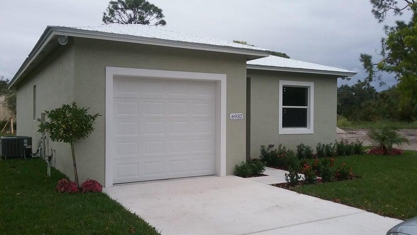 6932 2nd Street, Jupiter, FL 33458
