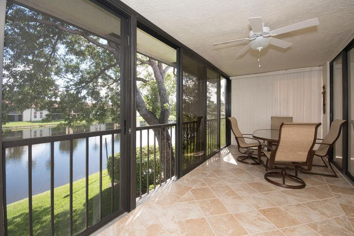 10271 N Circle Lake Drive, 202, Boynton Beach, FL 33437