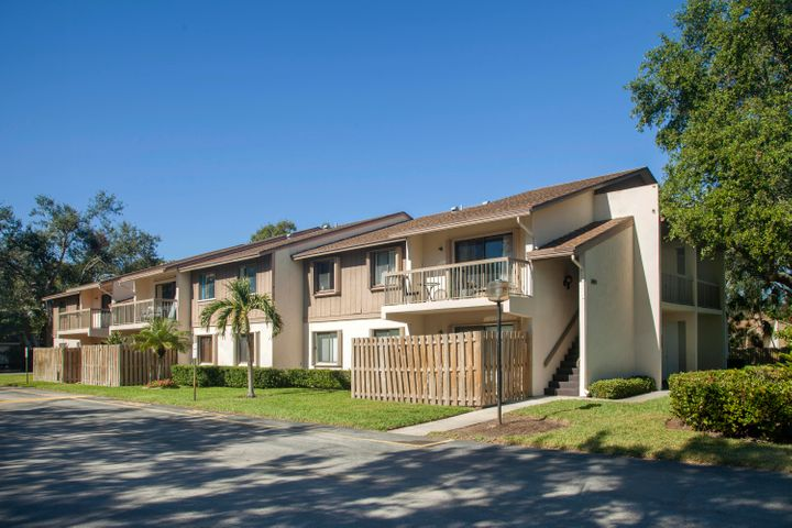Quiet well maintained community of Glenbrook