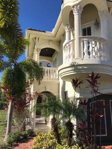 121 SE Via Sangro, Port Saint Lucie, FL 34952