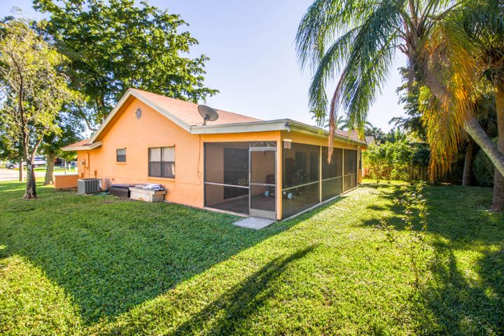 SINGLE FAMILY HOME LOCATED IN ASHLEY PARK Boca Winds. 3 BEDROOMS / 2 BATHS & 1 CAR GARAGE Split Bedroom and Spacious. QUIET NEIGHBORHOOD. located in West Boca.