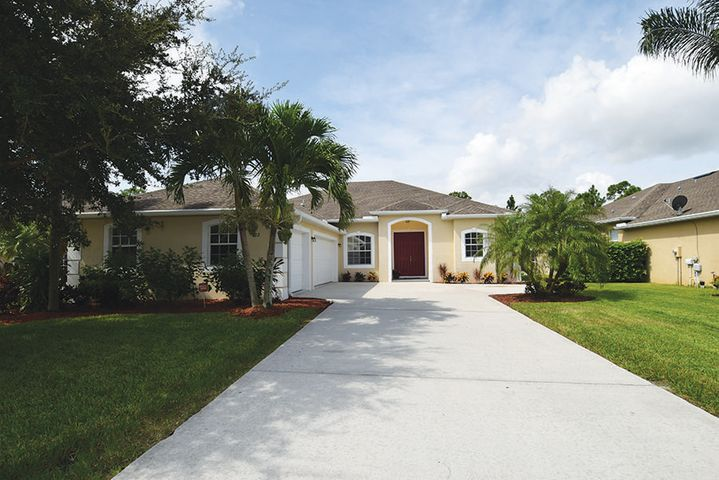 472 NW Sunflower Place, Jensen Beach, FL 34957