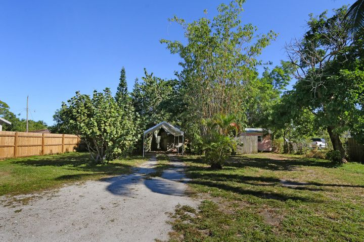 104 Wisconsin Street, Lake Worth, FL 33461