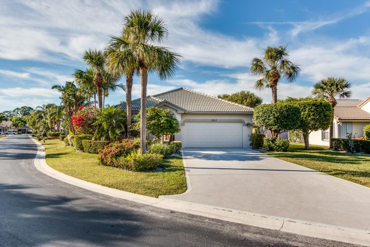 2825 Waters Edge Circle, Greenacres, FL 33413