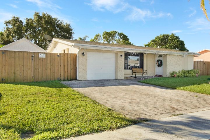8840 NW 3rd Street, Pembroke Pines, FL 33024
