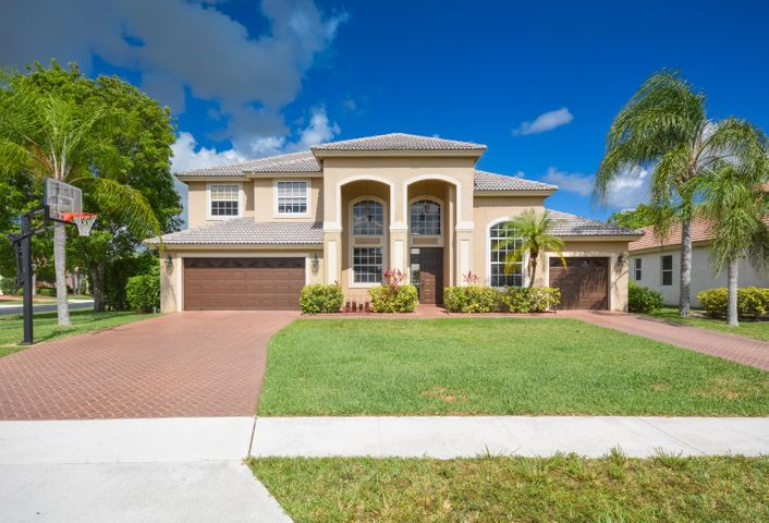 Perfect family home in one of the best family communities in west Boca. Master and one bedroom down stairs; great over sized kitchen overlooking family room. 20 ft ceilings,3 car garage, an over-sized swimming pool and much more.. A must see!!