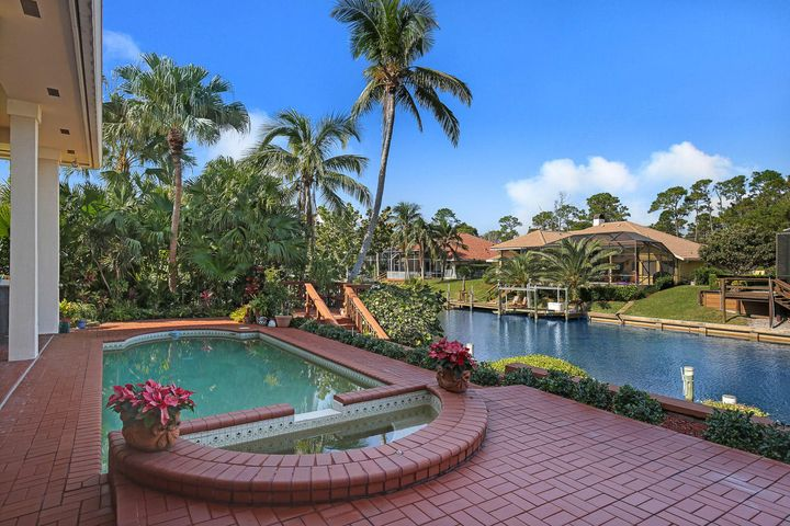 8863 SE Water Oak Place, Tequesta, FL 33469