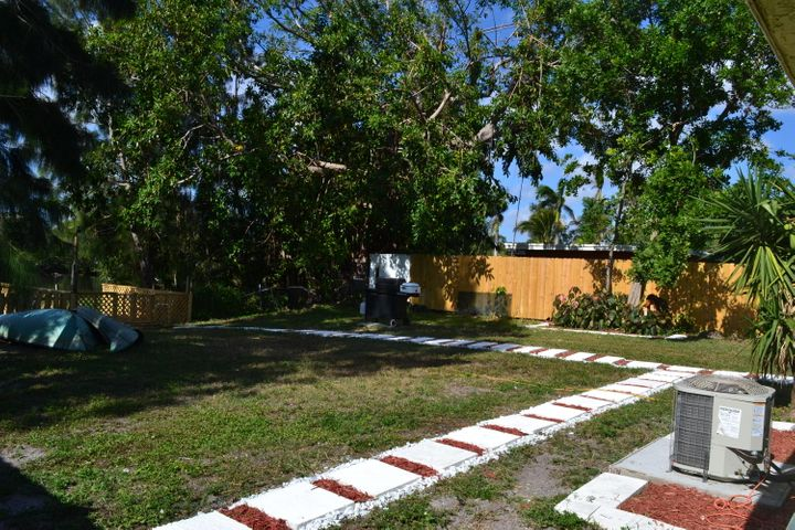 11 Miller Road, Lake Worth, FL 33461