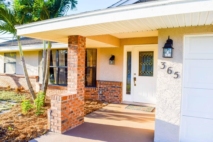 365 SW Eyerly Avenue, Port Saint Lucie, FL 34953