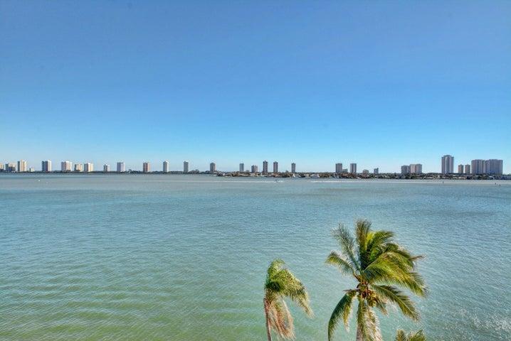 301 Lake Shore Drive, 705, Lake Park, FL 33403
