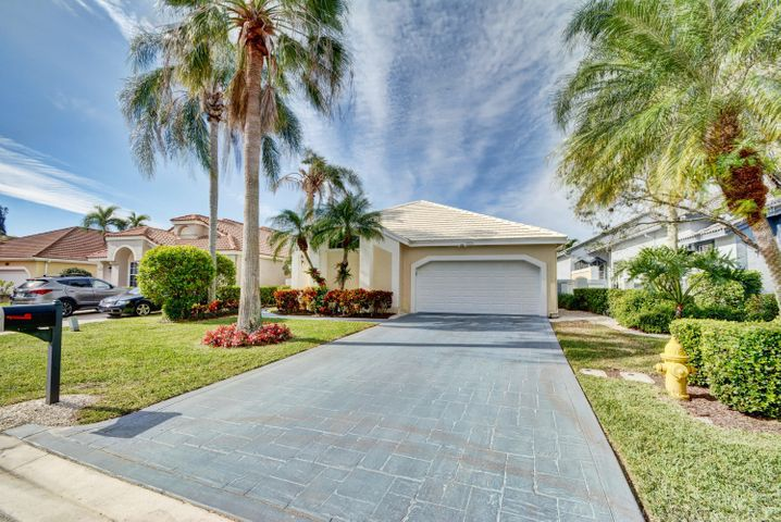 12800 Oak Knoll Drive E, West Palm Beach, FL 33418