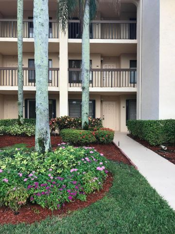 10110 Cedar Point Boulevard 105, Boynton Beach, FL 33437