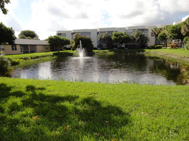 3162 Via Poinciana, 6, Lake Worth, FL 33467