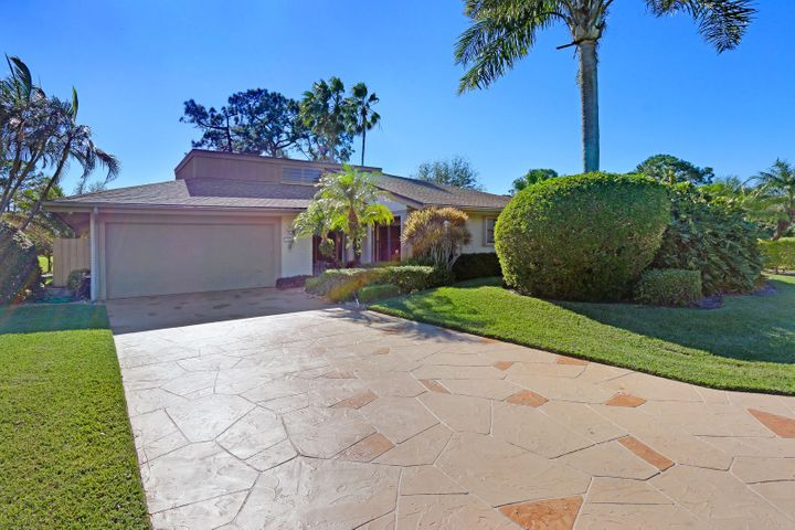 13824 Sand Crane Drive N, Palm Beach Gardens, FL 33418