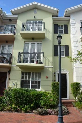 1050 E Heritage Club Circle, Delray Beach, FL 33483
