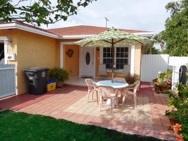 921 Alamanda Road, West Palm Beach, FL 33415