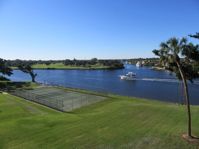 374 Golfview Road 406, North Palm Beach, FL 33408