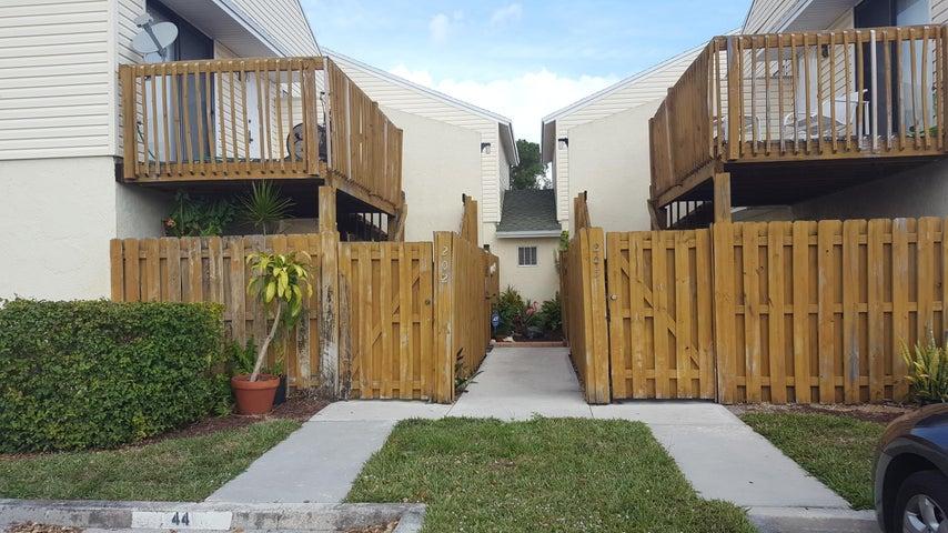 639 Executive Center Drive, O-102, West Palm Beach, FL 33401