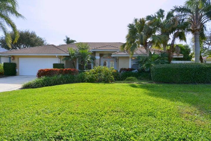 8317 SE Woodcrest Place, Hobe Sound, FL 33455