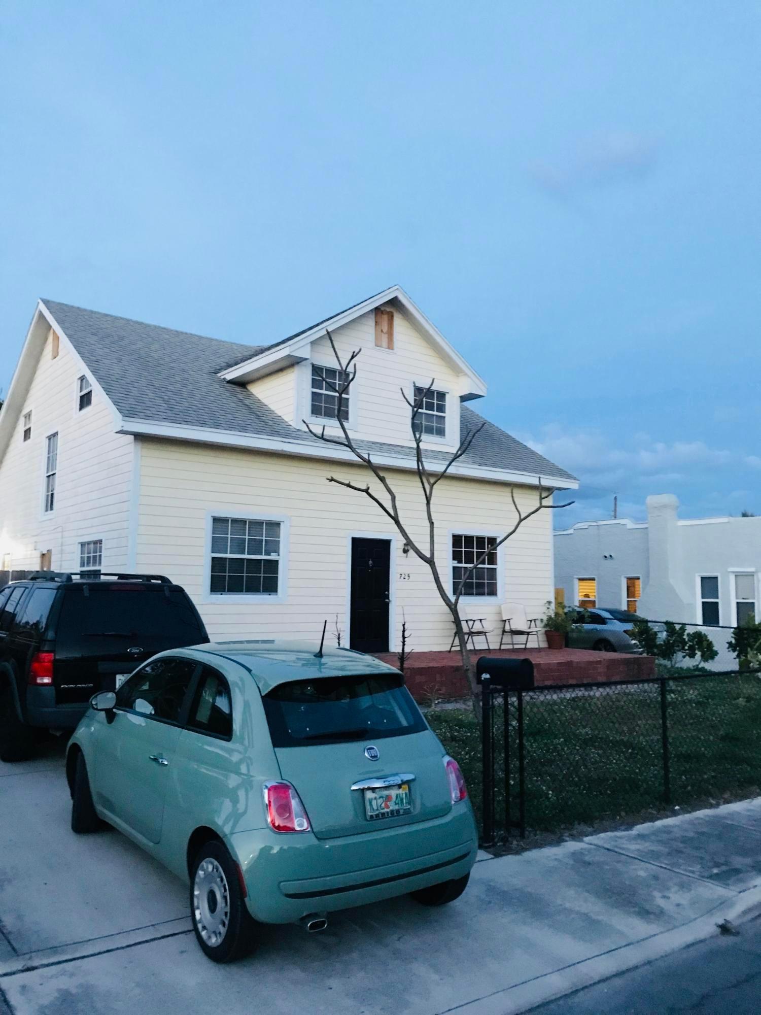 725 Selkirk Street, West Palm Beach, FL 33405