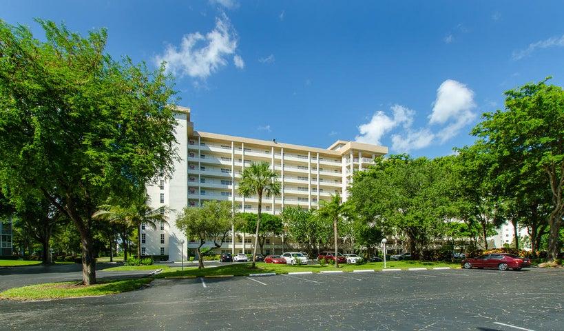 605 Oaks Drive 704, Pompano Beach, FL 33069