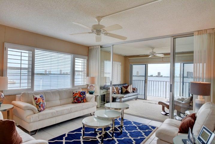 Living and Florida Room
