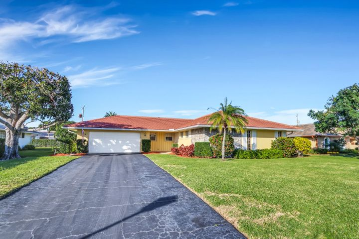 216 Gleneagles Drive, Atlantis, FL 33462