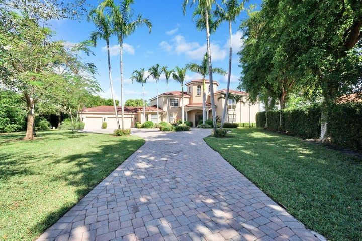 4 Sunningdale Circle, West Palm Beach, FL 33401