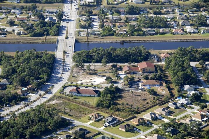 832 SW Glenview Court, Port Saint Lucie, FL 34953