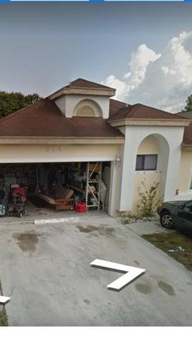 814 E Palm Run Drive E, North Lauderdale, FL 33068
