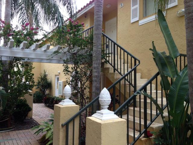 1120 Lake Shore Drive 206, Lake Park, FL 33403