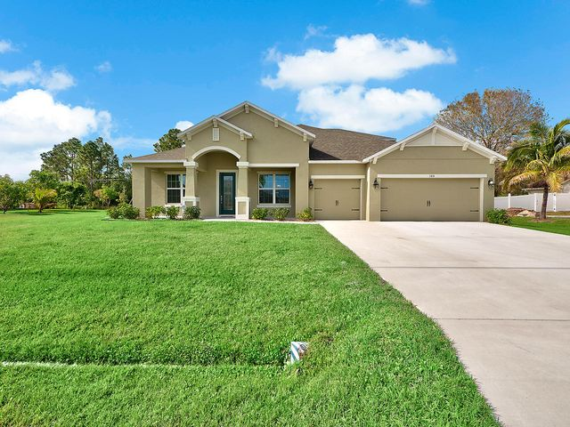 105 SW Hawthorne Circle, Port Saint Lucie, FL 34953