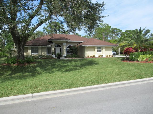 3221 Bent Pine Dr, Fort Pierce, FL 34951