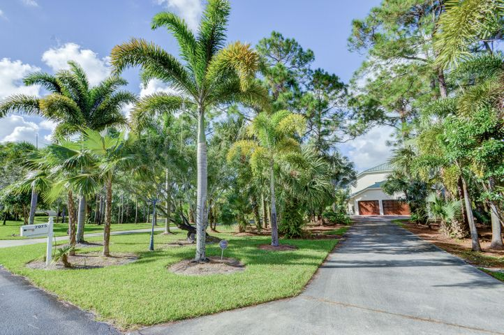 7075 Pioneer Lakes Circle, West Palm Beach, FL 33413