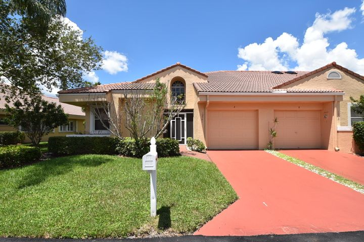 FABULOUS CORNER LAKEFRONT VILLA WITH ONE-CAR GARAGE IN GATED COMMUNITY. ENJOY AMAZING LAKE VIEWS UPON ENTERING THE UNIT. LARGEST MODEL IS TOTALLY RENOVATED. UNIT IS LIGHT & BRIGHT WITH SPLIT FLOOR PLAN. FEATURES NEWER WOOD FLOORING IN LIVING AREAS AND CARPET IN BEDROOMS, CUSTOM WOOD CABINETRY IN KITCHEN AND BATHROOMS, GRANITE COUNTERTOPS, STAINLESS APPLIANCES. IMPACT SLIDER DOORS IN THE FLORIDA ROOM. AIR CONDITIONED FLORIDA ROOM OVERLOOKS SCENIC LAKE VIEW. ROOF REPLACED IN 2009 AND A/C IN 2011. ACTIVE CLUBHOUSE, POOL, TENNIS, FITNESS ROOM. ASSOCIATION SAYS 55 COMMUNITY. NO PETS. CLOSE TO RESTAURANTS, SHOPPING AND MAJOR HIGHWAYS.