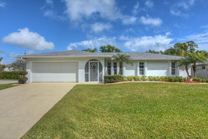801 SE Starflower Avenue, Port Saint Lucie, FL 34983