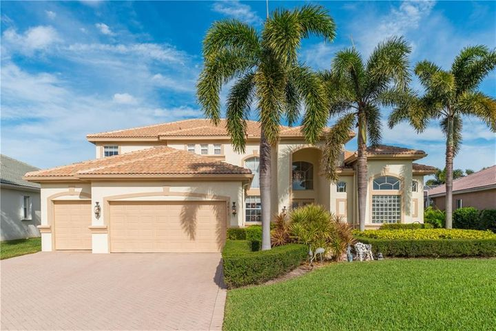 2011 SE Kilmallie Court, Port Saint Lucie, FL 34952