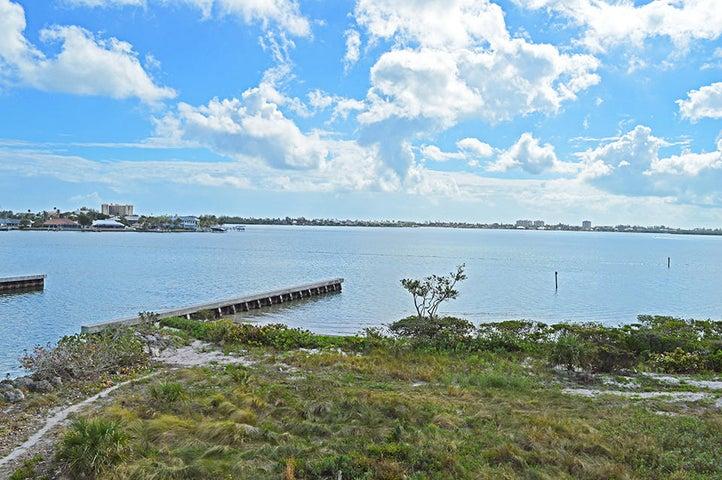 20 Harbour Isle Drive W, 302, Hutchinson Island, FL 34949