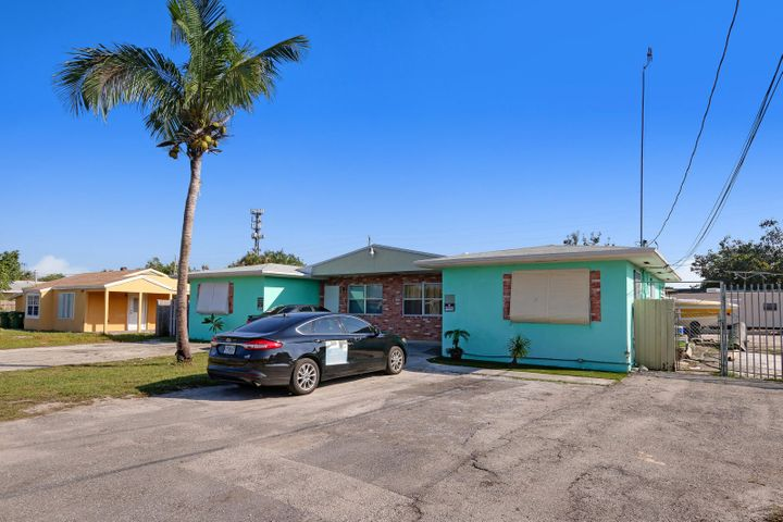 1658 Lone Pine Way, Palm Springs, FL 33406