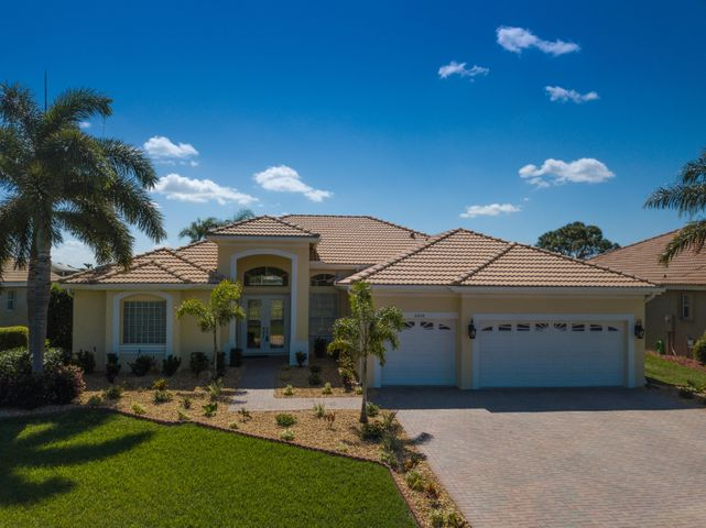 2204 SE Montrose Lane, Port Saint Lucie, FL 34952
