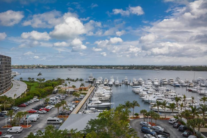 123 Lakeshore Dr 1045 North-large-023-22