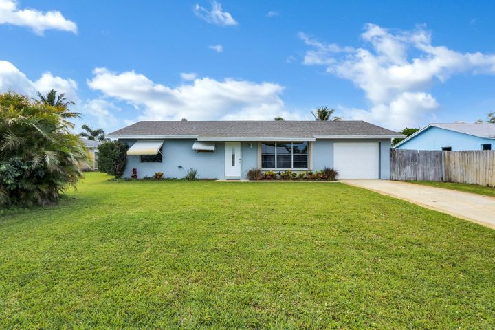 8734 SE Keathley Court, Hobe Sound, FL 33455