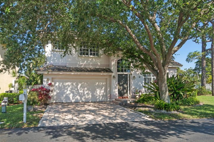 210 Palm Desert Lane, Pompano Beach, FL 33069