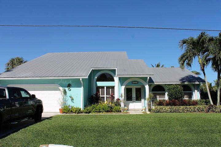 9225 SE Delafield Street, Hobe Sound, FL 33455