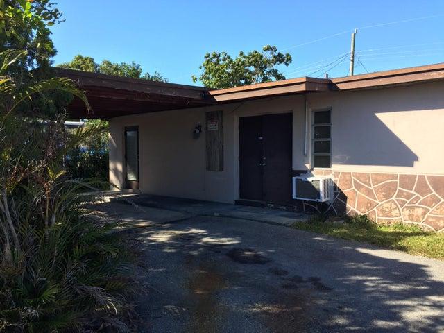 5717 Daphne Drive, West Palm Beach, FL 33415